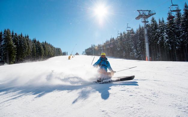 Vacances ski: Comment bien commencer sa première expérience en ski?